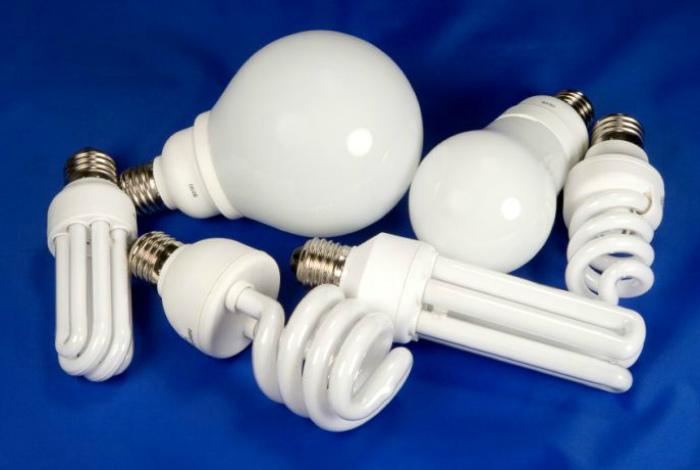 Энергосберегающие и светодиодные лампочки.