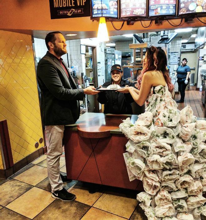 Платье из бумаги.