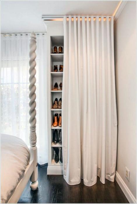 Стеллаж для обуви в спальне.