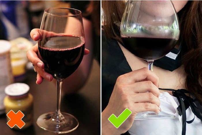 Un vaso de vino.