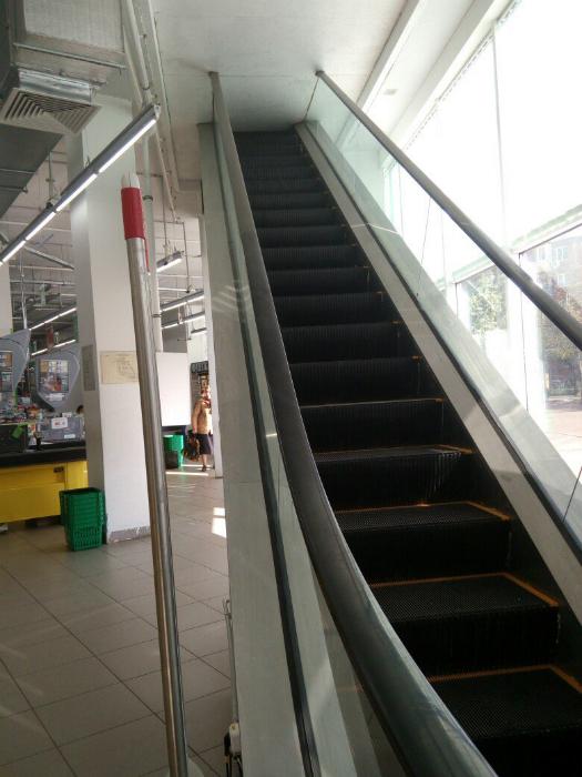 Эскалатор в стену.