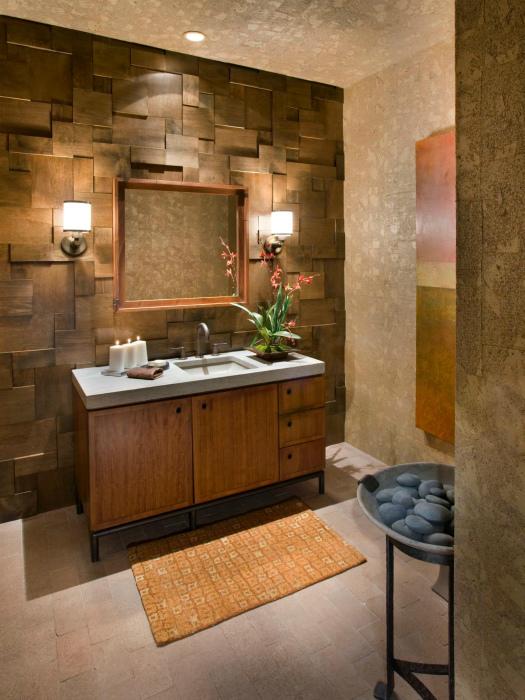 Ванная комната с необычной акцентной стеной.