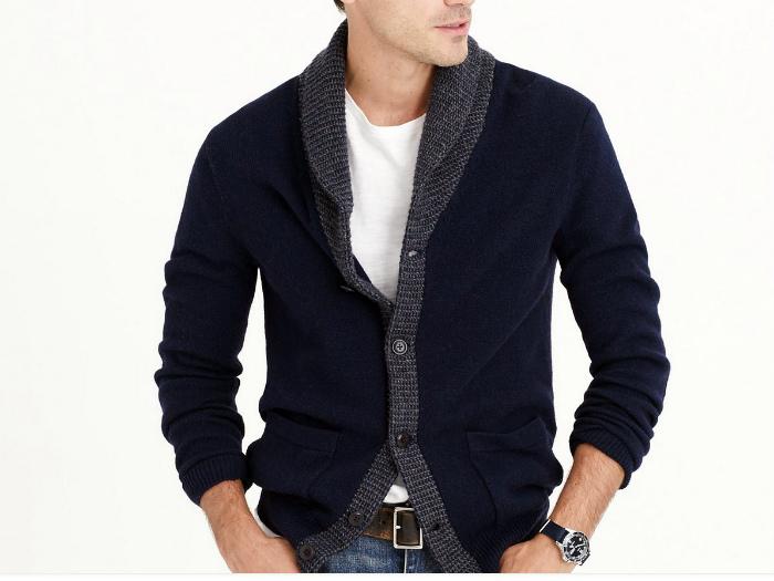 Пиджак, застегнутый на все пуговицы.