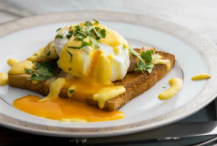 Яйцо-пашот и гренки. | Фото: Hive News.