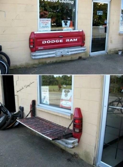 Откидная скамья из кузова автомобиля.