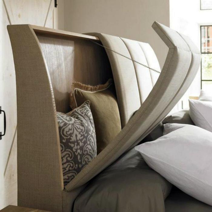 Кровать с функциональным изголовьем. | Фото: Mantuirea.