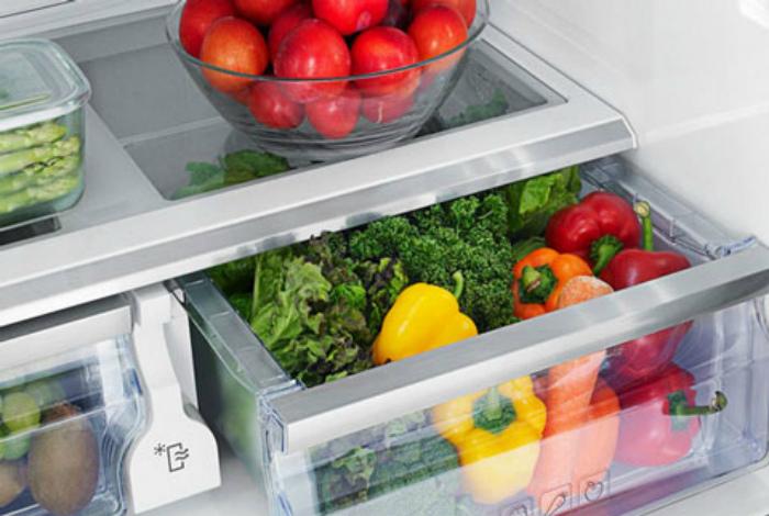 Класть в холодильник мытые овощи и фрукты.