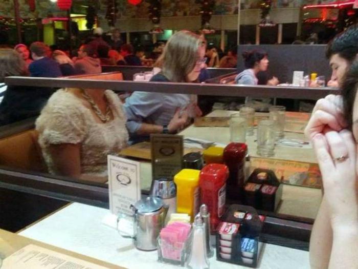 «В кафе сидели две с половиной подруги…»