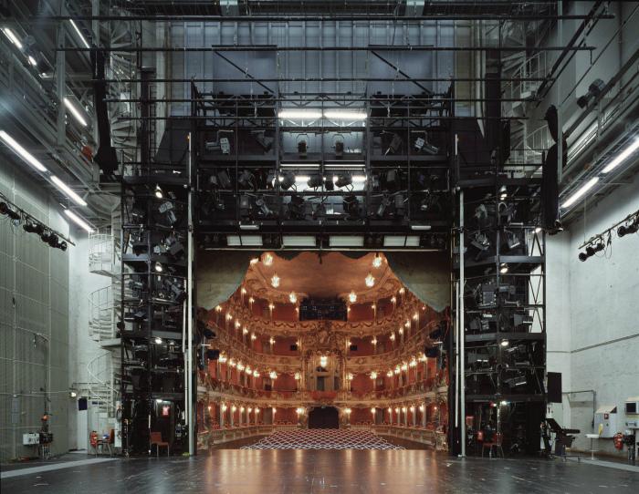 Зрительный зал со сцены.