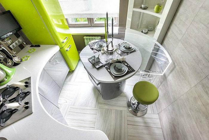 Светлая кухня в современном стиле.