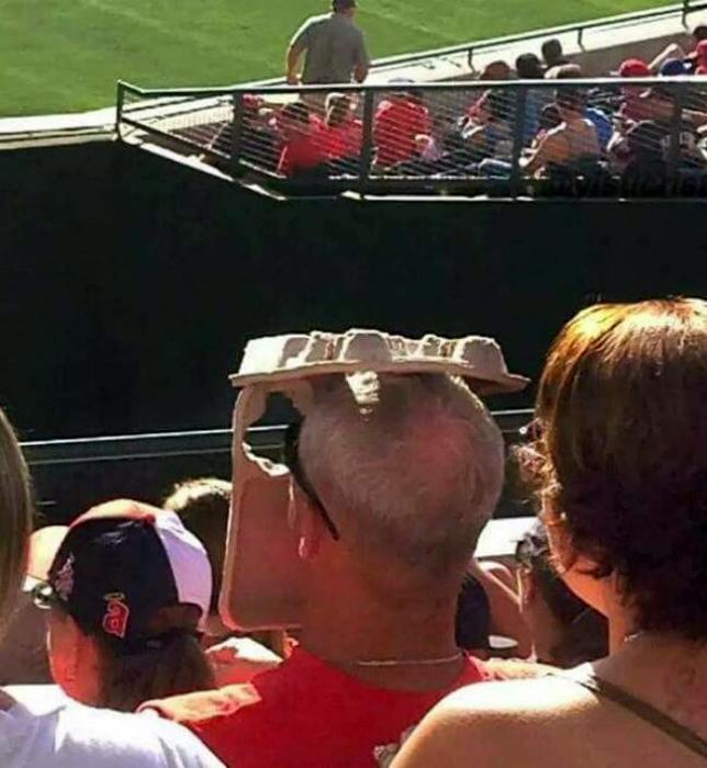 Экстравагантный головной убор. | Фото: Милая Я.