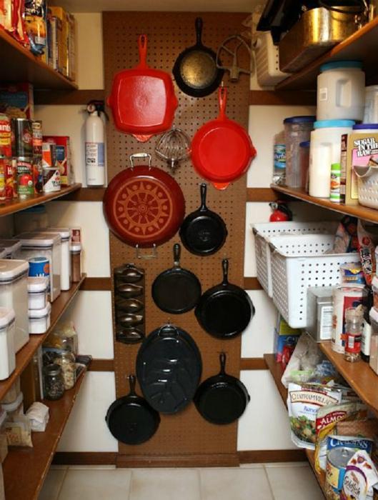 Перфорированная панель для хранения. | Фото: Matchness.com.