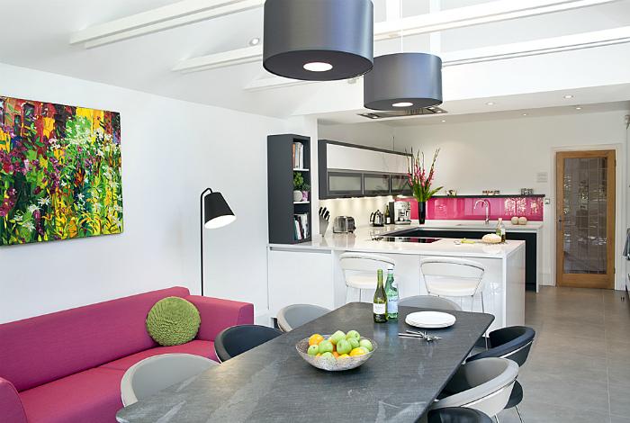 Кухня-гостиная в стиле гламур.