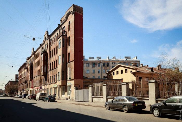 Плоский дом. Санкт-Петербург, Россия.