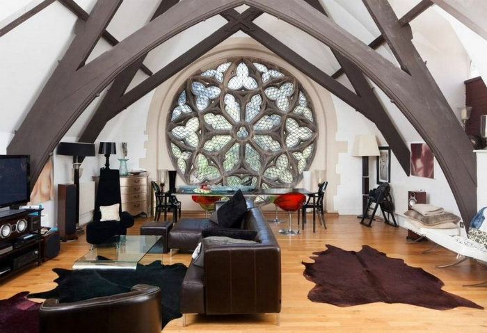 Потрясающая светлая гостиная на месте бывшей часовни.
