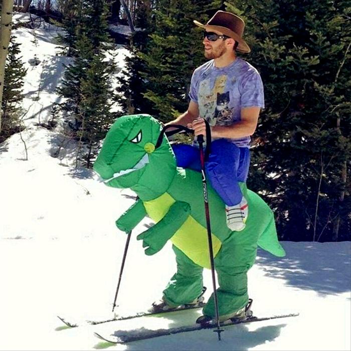 «Как вам мой динозаврик?» | Фото: GoGetNews.