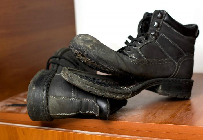 Изношенная и порванная обувь. | Фото: Жизненные истории и рассказы.