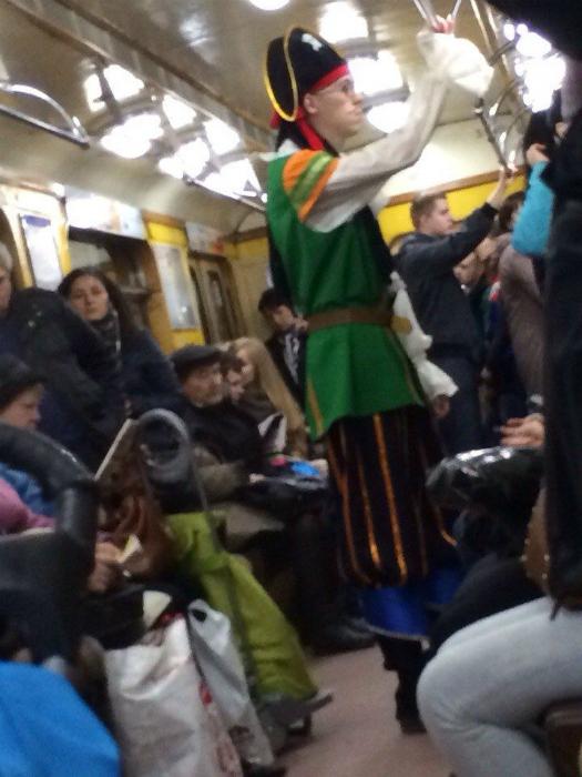 Пират в метро.