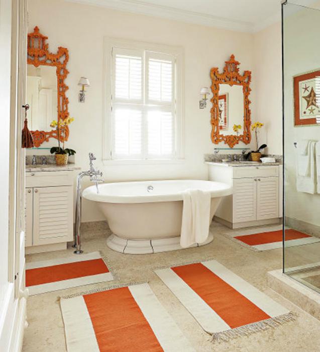 Яркие аксессуары в ванной.