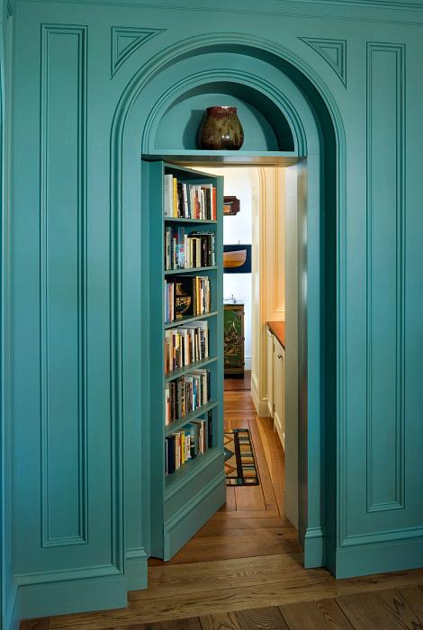 Потайная распашная дверь.