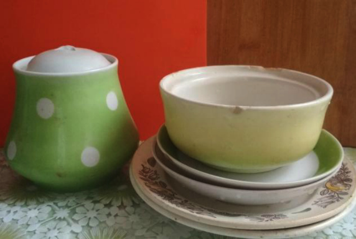 Старая посуда с дефектами. | Фото: Юла.