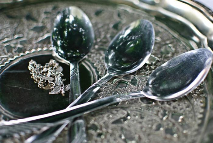 Полировка изделий из серебра.