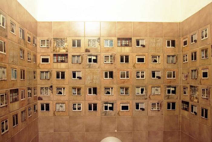 Многоэтажный дом в туалете?