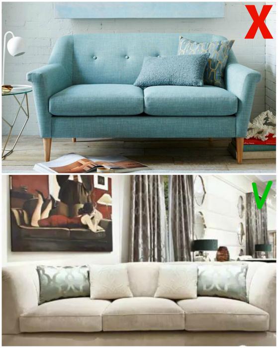 Большой диван с подлокотниками.