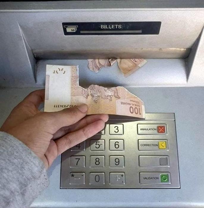 Итог схватки с банкоматом. | Фото: Brilio.