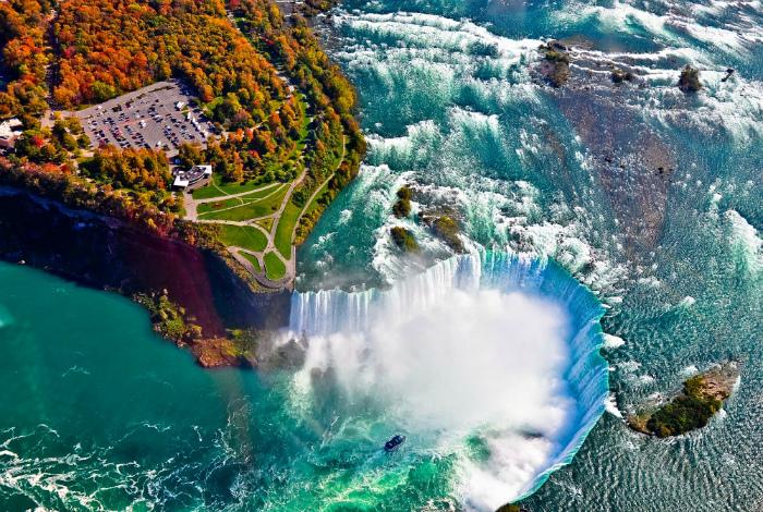 Жизнь возле водопада.