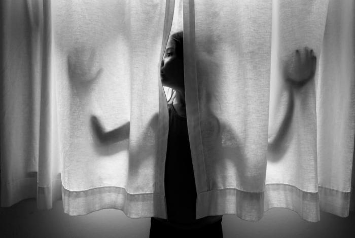 Эксперименты с занавесками. | Фото: A Smith Gallery.