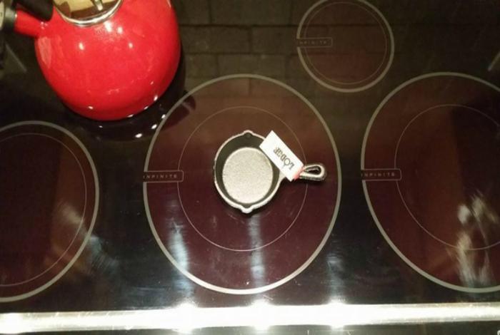 Где найти продукты к микро сковородке? | Фото: Meme Guy.
