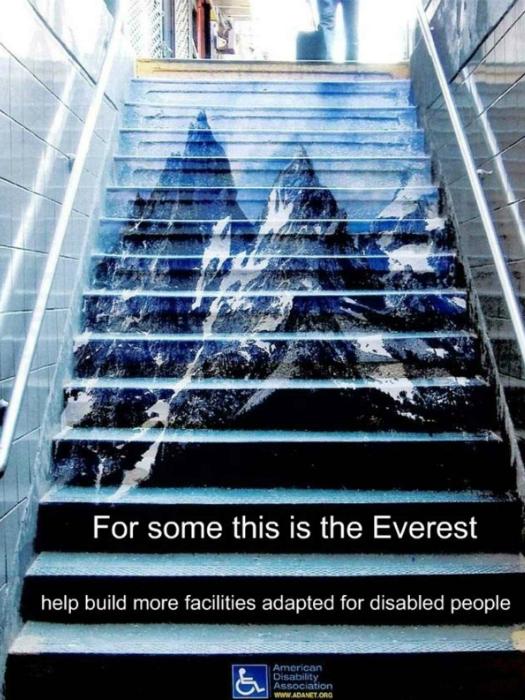 Социальная реклама, призывающая помогать людям с ограниченными возможностями.