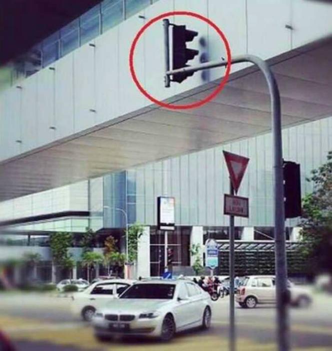 Обиженный светофор.
