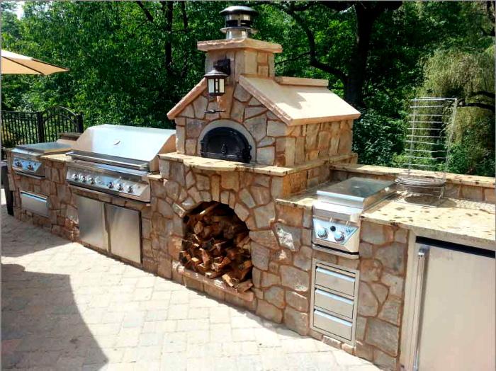 Летняя кухня из камня.