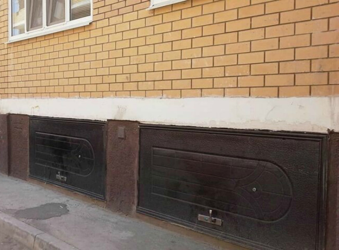Гарри Поттер со своими тайными комнатами не взлетает на фоне этих дверей. | Фото: от 123ru.net.