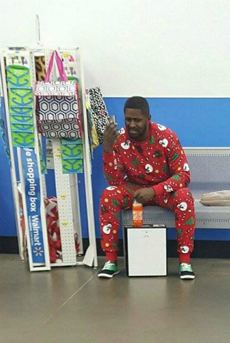 Когда увидел человека в такой же пижаме.