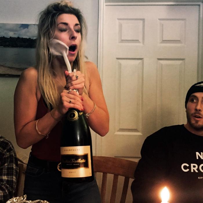 Как эффектно открывать шампанское. | Фото: Wykop.