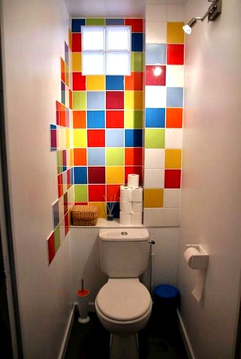 Акцентная стена в туалете. | Фото: Pinterest.