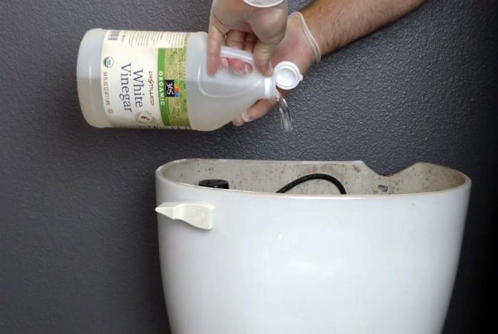 Эффективная чистка сливного бачка и унитаза.