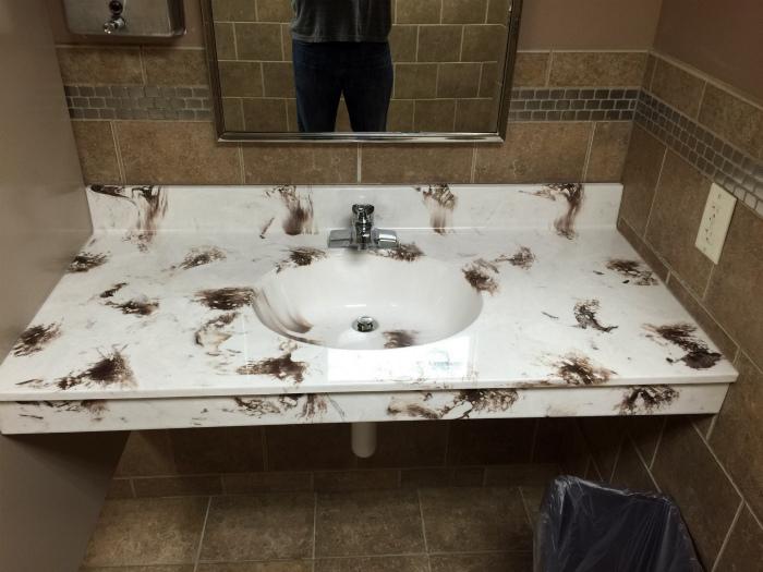 Своеобразный вид раковины. | Фото: Reddit.