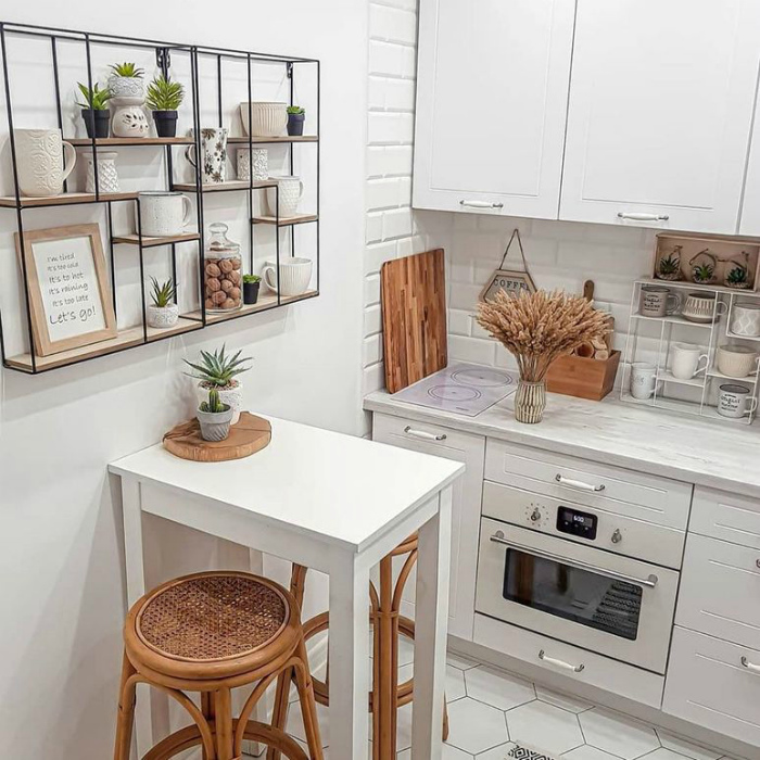 Маленькая кухня с приметными деталями. | Фото: новые идеи и примеры работ.