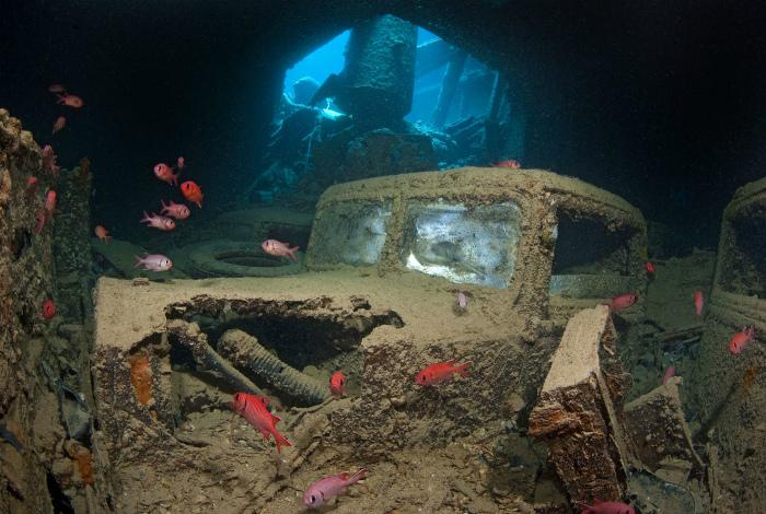 Затонувший грузовик в Красном море.