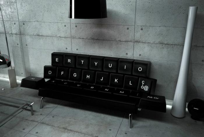 Диван в виде клавиатуры.