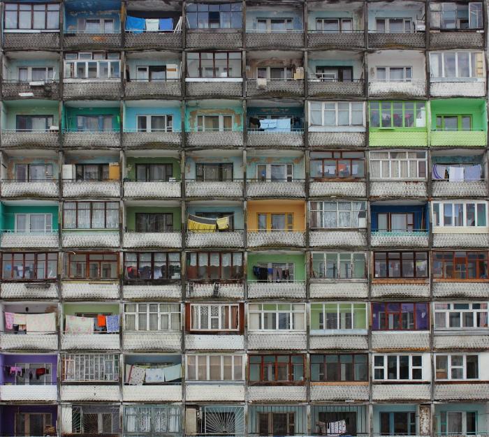 Плотное размещение балконов.