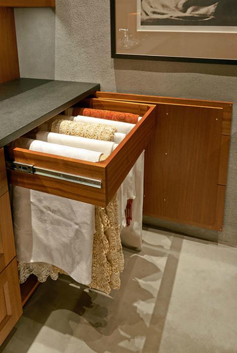 Выдвижная вешалка для полотенец. | Фото: Pinterest.
