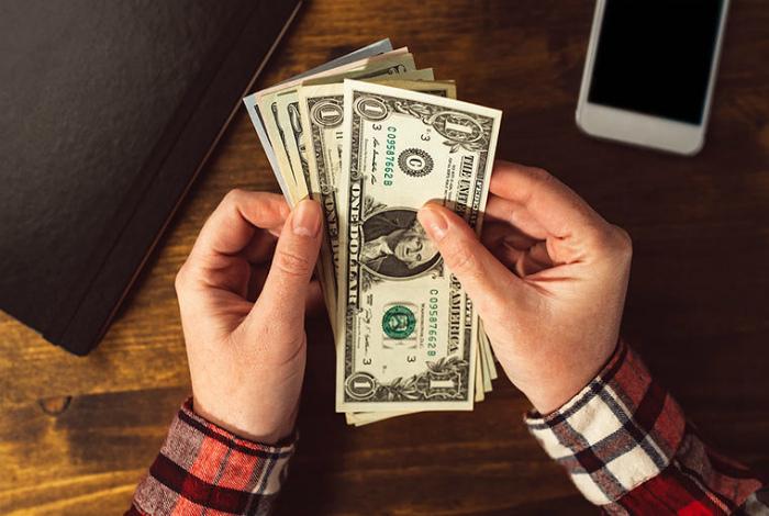 Зарплаты и отношение к деньгам. | Фото: Wittyrumours.
