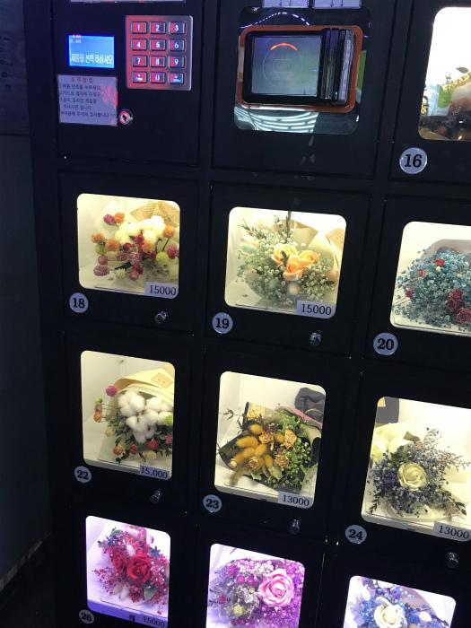 Свежие цветы в автоматах Южной Кореи.| Фото: Pholder.
