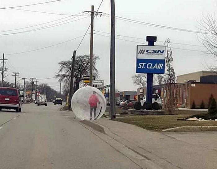 Человек в шаре. | Фото: STENA.ee