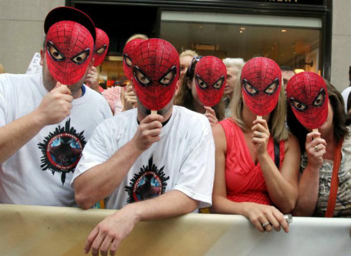 Компаниям в масках грозит штраф. | Фото: Pressa.tv.